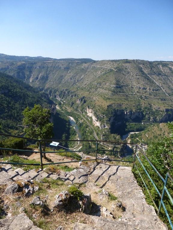P1150120 Gorges du Tarn, panorama sur le cirque de St Chély