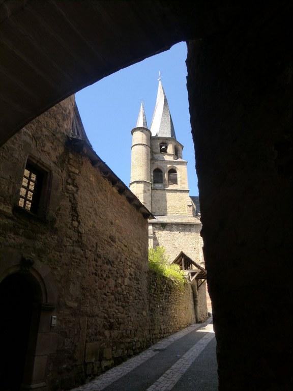 P1150213 St Côme d'Olt et son église à clocher Tor